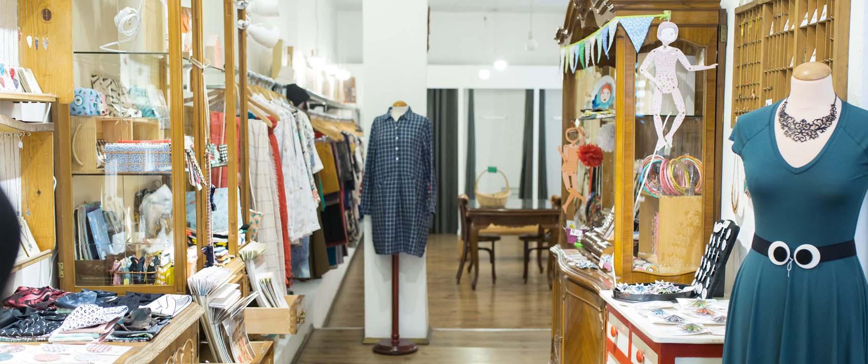 La intrusa tiendas de ropa complementos y objetos de for Decoracion de almacenes de ropa